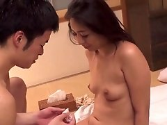 HOT JAPONESE MOTHER IN LAW 12950